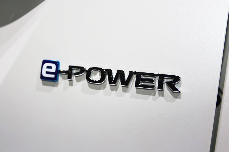 日産「セレナ e-POWER」のロゴ