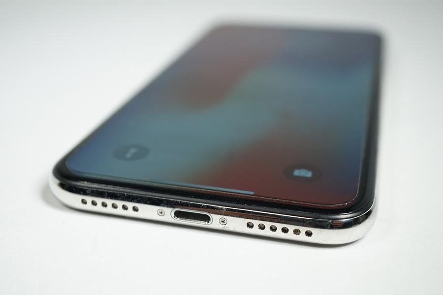 iPhone XはLightningジャックのみ搭載