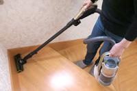階段もラクラク! とにかく軽いシャープのコードレスキャニスター掃除機