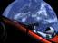 赤いテスラが宇宙をドライブ