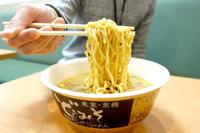 """一杯270円、""""デフォルメ""""されたスープながら「ど・みそ」カップ麺の再現度が高かった!"""