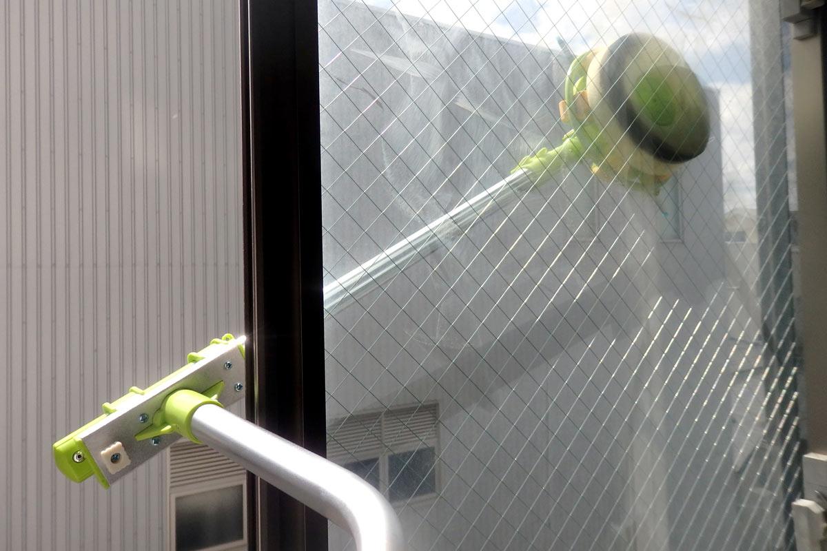 部屋の中から外窓掃除。便利アイテム「窓ふき名人」が超活躍!