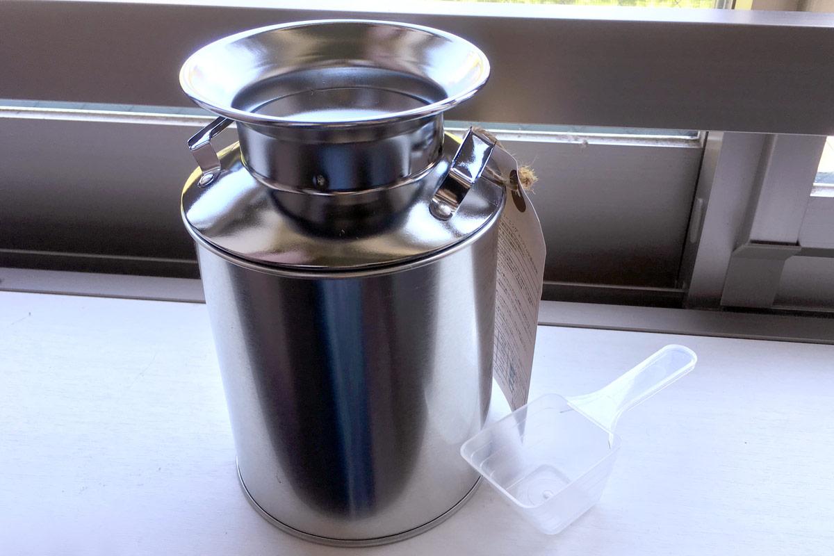 """北海道のクリーニング屋で生まれた""""ミルク缶入り洗剤""""がオシャレで優秀♪"""