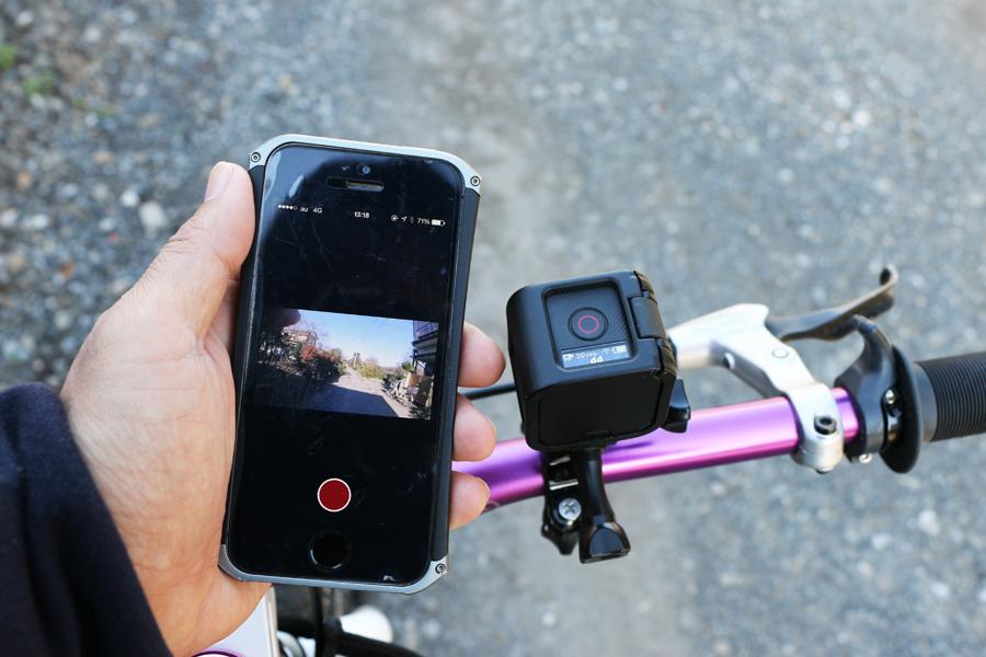 アングル確認がしたい場合は、ペアリングしたスマートフォンを利用する。画質などの設定も、基本的にスマートフォンから行う