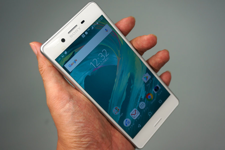 e0bfd9cc4b 価格.comの「スマートフォン」カテゴリーで人気ランキング1位を快走中(2016年7月4日現在)の「Xperia X Performance SO-04H」(NTTドコモ版)を1週間ほどじっくり使っ  ...