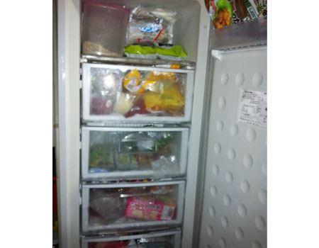 自宅の冷蔵庫サイズにあったものが販売されていない時は、透明のビニールシートで自作してみては?