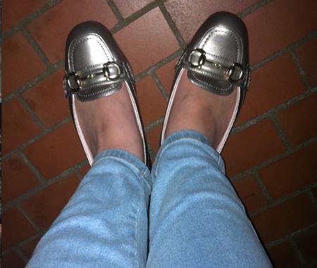 足を入れてみると、中敷きがふわっと足裏を支えてくれます。ソールの薄い靴だとすぐ足裏が痛くなってしまう人にはいいかも