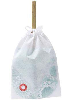 うちわのサイズの巾着袋が付属。バッグに入らない時や、水に濡れた状態でも大丈夫