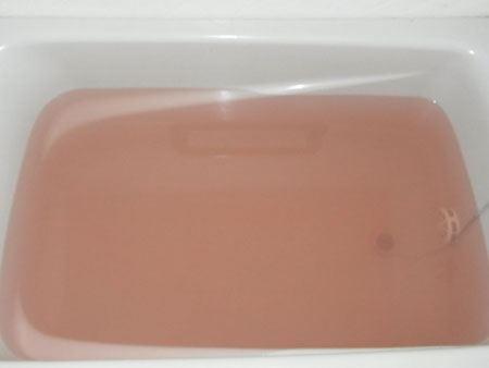 ガーリーフローラルの香りとやさしい色合いのお湯に癒されます