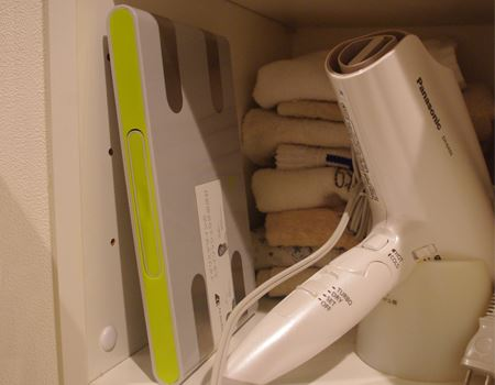 使わない時には本のように棚に立てて収納