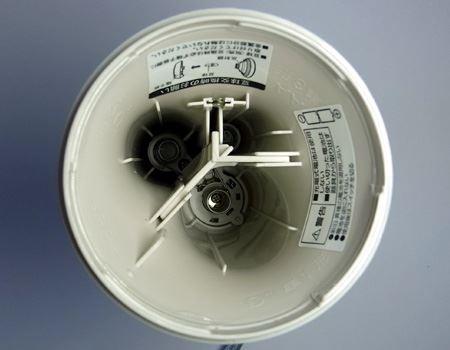 それぞれ2本ずつ、常時6本の電池を入れておくことができるので、電池の保管用としても役立ちます