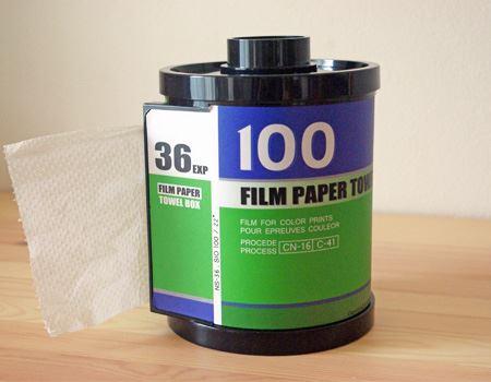 パッと見はまさにアナログフィルムそのものですが、大きさはトイレットペーパーが入る大きさなので結構大きいです