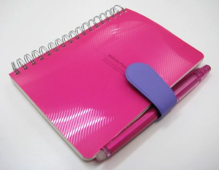 これをつければ、お気に入りのペンも一緒に携帯できて、しかもスマート!