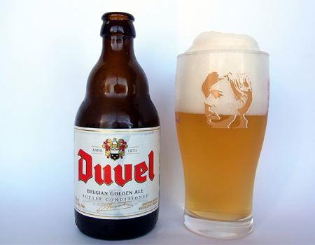 金色の液体に白くて細かいクリーミーな泡。見た目は普段飲んでいるビールと変わりませんが、味わいは全く異なります