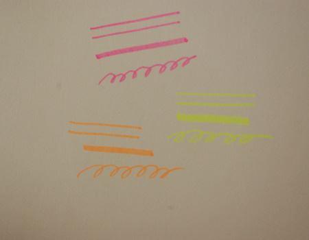 線のサンプル。描きたい線によってペンの傾け方にコツが必要だが、慣れれば持ち替えることなく3種類の線が引ける便利さが上回る