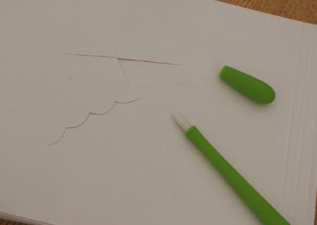 カットのサンプル。全体がペンのように細くて握りやすく、ペンのように動かせるので細かい曲線もカットしやすい