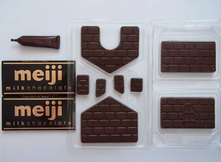 中には壁用と屋根用のチョコレート、チョコレートを貼り付ける接着剤代わりの「スイートペンチョコ」が入っています