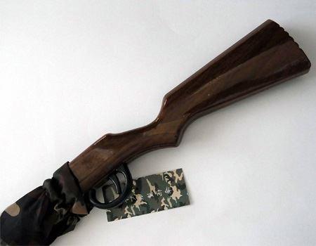 もち手の部分がライフルの銃床のようになっております