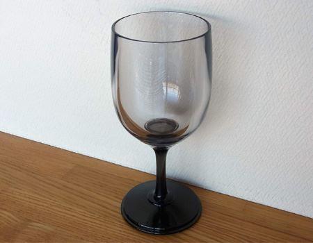 タンブラーと思ったらワイングラスに変身!