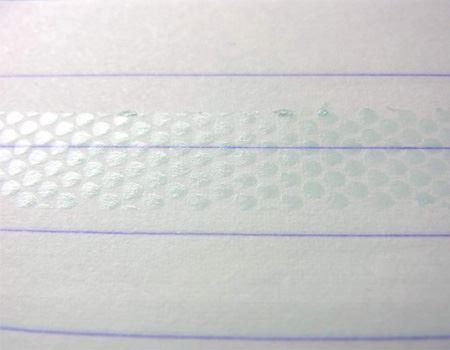 パターン化されたキレイなドット状ののりがぬれました。粘着力も考えた最適な量でのり付けできるよう工夫されています