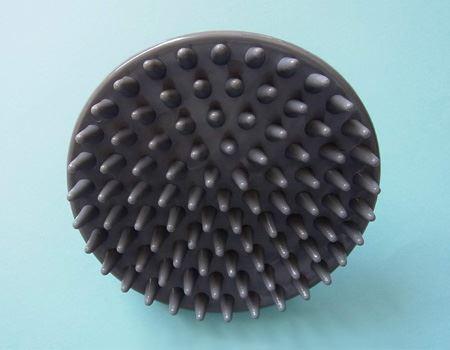 放射状に91個の突起があります。突起は短めなので髪に絡みにくくなっています
