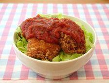 「完熟トマト&香るバジル」トマトチキンカツ丼といった、洋風丼もお手のものです!