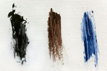 左から、オーバーブラック、オーバーブラウン、オーバーブルー。夏になったらオーバーブルーで涼しげな目元を演出しようと狙っています