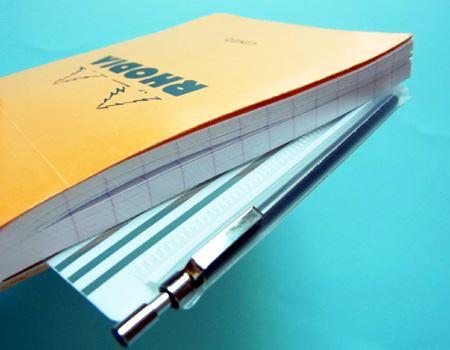 筆者はこのようにメモ帳に挟み込んで持ち歩いております