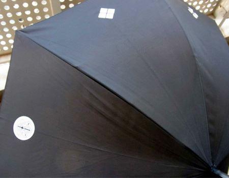 傘には8種類の家紋がプリントされています