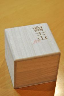 「富士山グラス」。箱付きなのでプレゼントにもよさそう