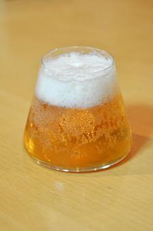 細かい泡が作れずちょっと残念。次は黒ビールで挑戦したい!