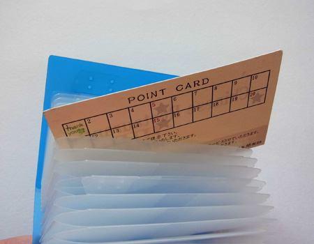 筆者が購入したのはカードサイズ専用タイプなので、名刺や名刺サイズのカードは入りません