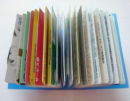 扇状に大きく開くので、必要なカードをすぐにみつけることができます