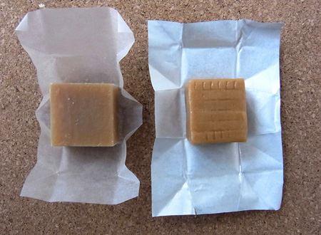 見た目は上等のお菓子といった感じ。キャラメルと比べてみました。ちなみに、右側がキャラメルです
