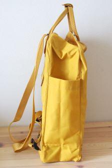 側面には両側に折り畳み傘などが入るポケットも。マチを畳んでしまえば、荷物が少ない時にはコンパクトに