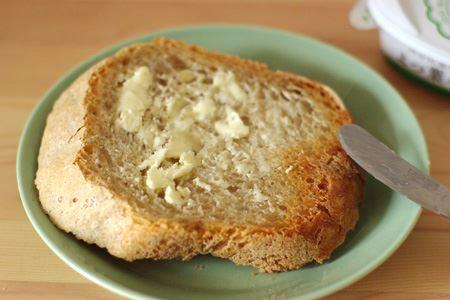パンの上でもすぐに溶け、滑らかに均一に全体に広げられます。塗り過ぎを防げるのでヘルシー