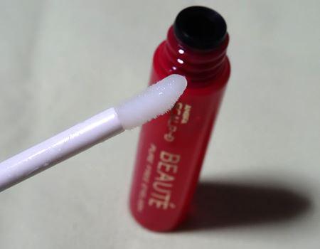 目元に塗りやすい小さなやわらかいチップ