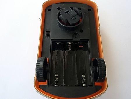単三形アルカリ電池3本が必要です(本体には付属しておりません)