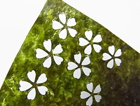 筆者は、「花びら」デザインの海苔を購入しました