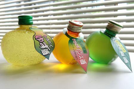 窓辺に飾るとボトルカラーの影が綺麗です。ボトルはプラなので、落としても危なくありませんよ
