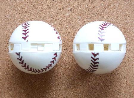 ボールをひねって中央の窓を開けると、中から香りがただよってきます