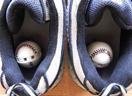 スニーカーなど靴の中に入れておけばOK。効果は90日間程度持続します