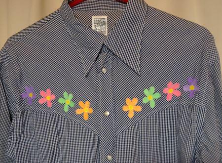 胸元の花の刺繍がPOPに変身!!これだけでもかなり雰囲気が変わりますよね