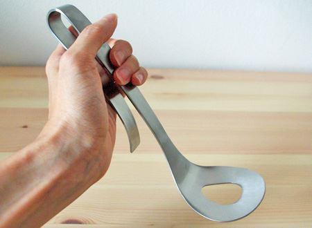 長時間ミンチを捏ねても疲れないように考えられたグリップ。この特殊な形状が、手首や握力への負担を軽減させてくれます