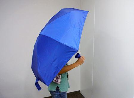 持ち手以外は普通の折りたたみ傘と変わりません