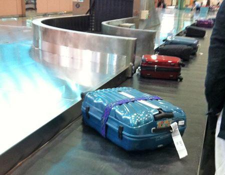 次々に流れてくるスーツケースに慌てて、うっかり間違えてしまうこともあるかもしれません
