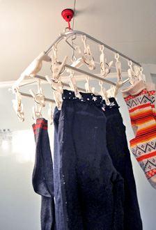 お風呂の天井につけて洗濯物を干してみました。とっても便利!