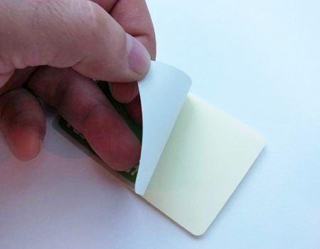 使う時はシートからはがしてカードに貼り付けるだけ