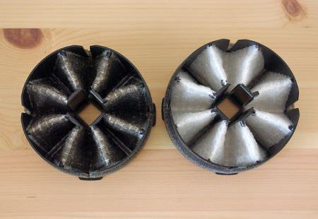 半年使用したトレフィン(左)と交換。内側の部分でしっかり集塵しています