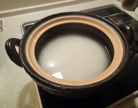 水加減は炊飯器と一緒。お米を洗ってから30分程度浸水させると、さらにおいしくなります